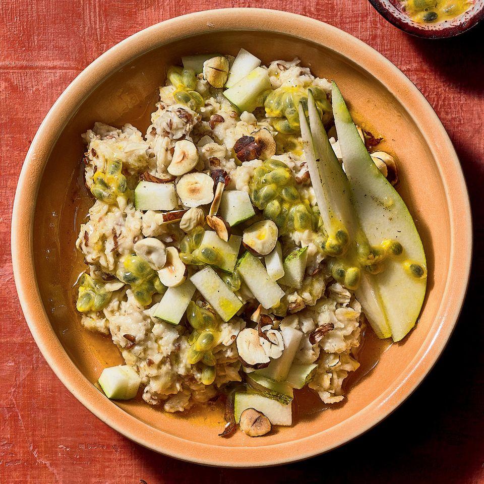Haselnuss-Porridge mit Birne