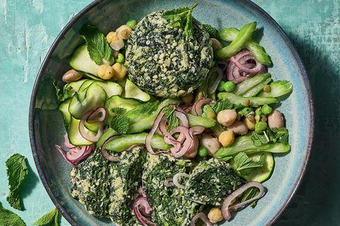 Zucchini-Bohnen-Salat mit Spinat-Flan