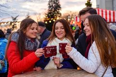 Darf ich die Glühwein-Tasse vom Weihnachtsmarkt eigentlich mitnehmen?