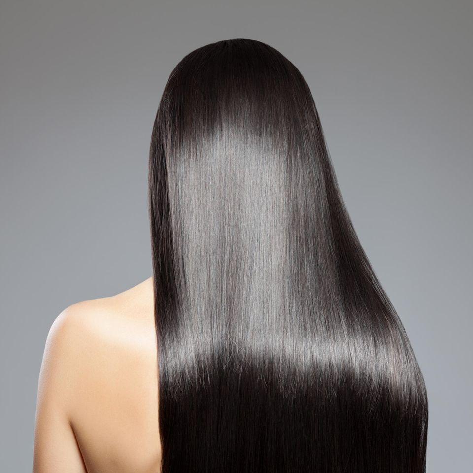 Rückansicht Frau mit glatten Haaren