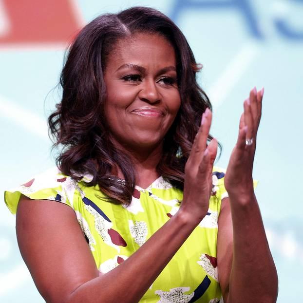 Michele Obama klatscht in die Hände