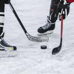 Zwei Spieler beim Ice Hockey