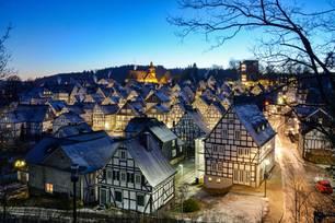 Fachwerkhäuser bei Nacht im Sauerland