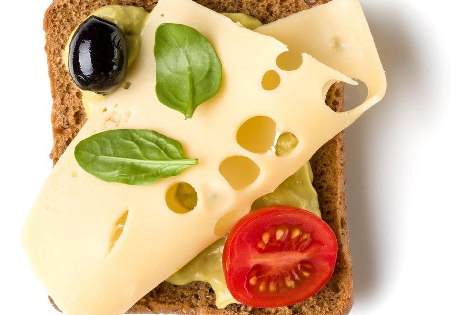 Schwarzbrot mit Käse