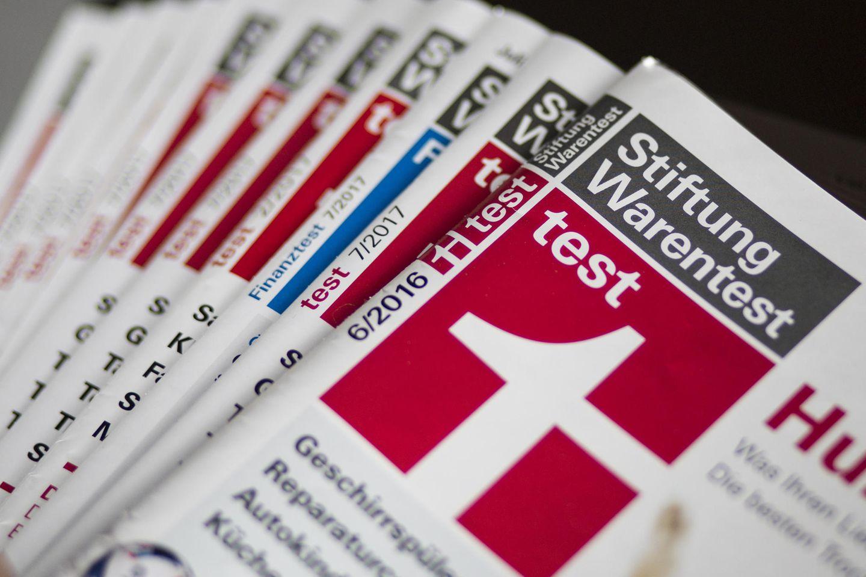Stiftung Warentest: Zeitschriften auf einem Haufen
