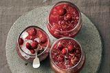 Weihnachtspunsch mit Rotwein und Cranberrys