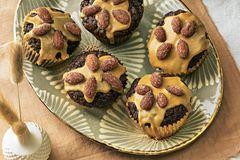 Lebkuchen-Muffins mit gebrannten Mandeln