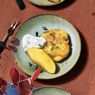 Dibbelabbes mit karamellisierten Apfelspalten