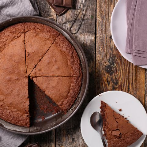 Kuchen einfrieren: Schokoladenkuchen in einer Form