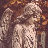 Engelsstatue auf Friedhof