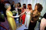 Queen Elizabeth II.:  mit den Spice Girls