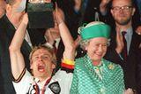 Queen Elizabeth II.:  neben Jürgen Klinsmann