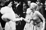 Queen Elizabeth II.:  mit Jayne Mansfield