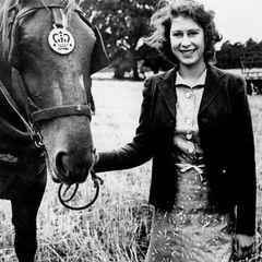 Queen Elizabeth II.:  posiert mit Pferd