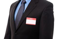 Mann im Anzug mit Namensschild
