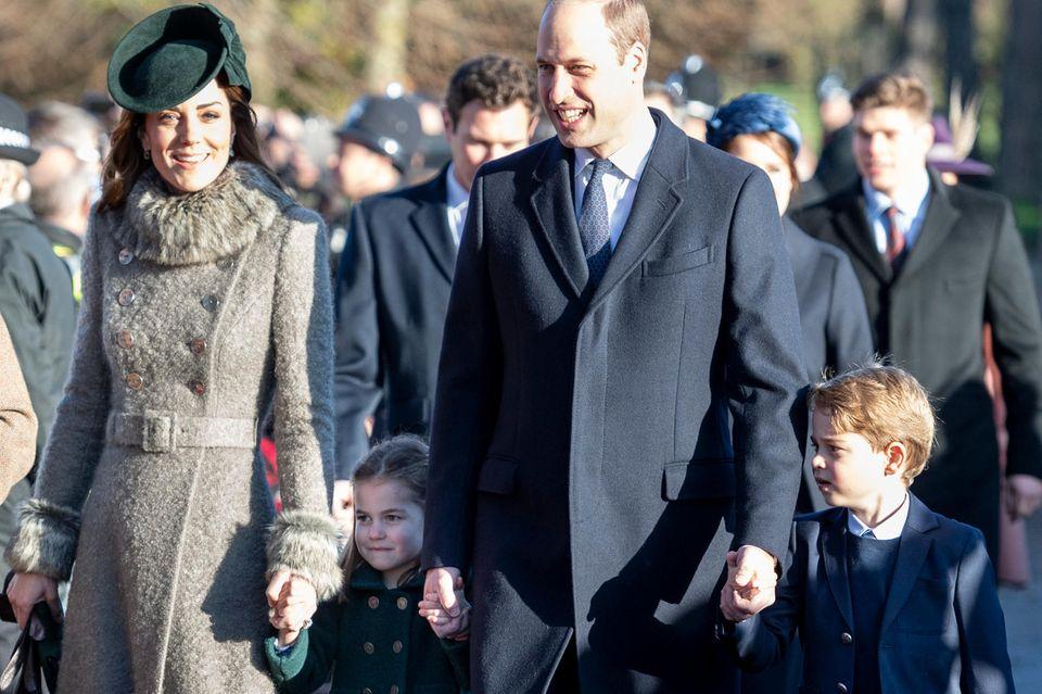 Weihnachten bei den Royals: Herzogin Kate, Prinz William, Prinz George und Prinzessin Charlotte gehen