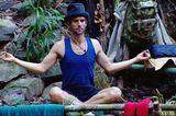 Dschungelcamp: Peer Kusmagk sitzt im Schneidersitz
