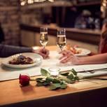 Aufgepasst beim Flirten: Das zweite Date ist das Wichtigste: Foto von Paar beim Abendessen