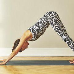 Yoga zum Aufwachen: Übungen für jeden Tag: Herabschauender Hund