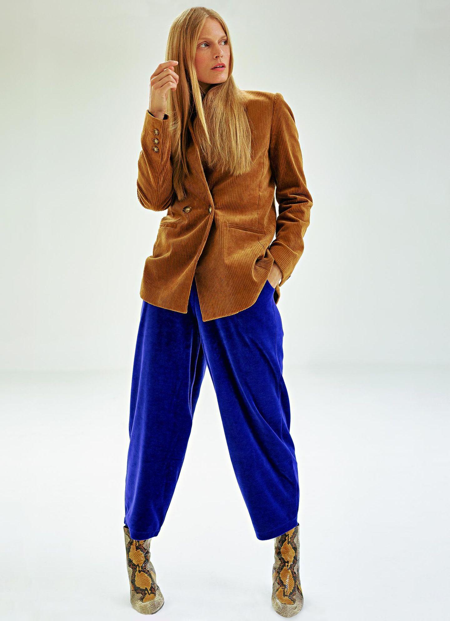 Business-Outfits 2020: Jobmode im Retro-Chic: Cordblazer zu Samthose