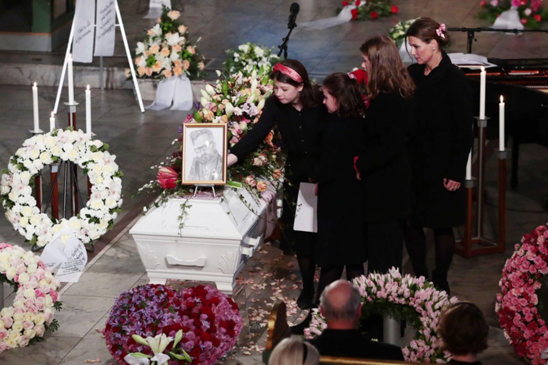 """""""Du warst unser Held, Papa"""": Große Trauer in Oslo – verzweifelte Töchter nehmen Abschied von Ari Behn"""