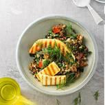 Linsen-Curry mit gegrilltem Käse und Melone