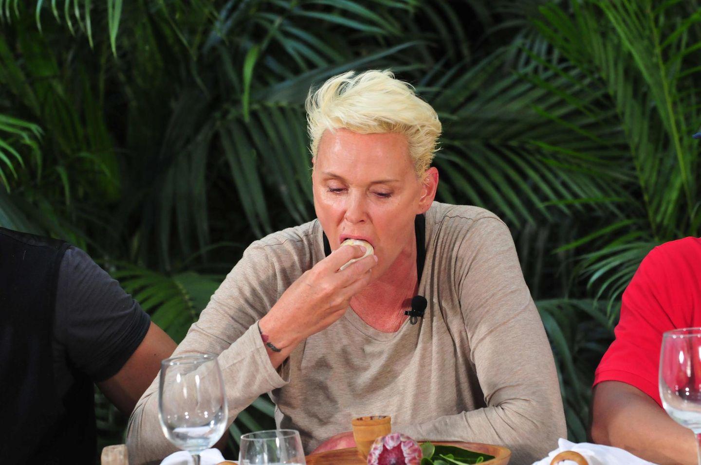 Dschungelcamp: Brigitte Nielsen isst