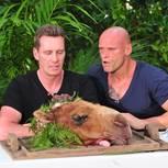 Dschungelcamp: Jürgen Milski und Thorsten Legat sitzen am Tisch
