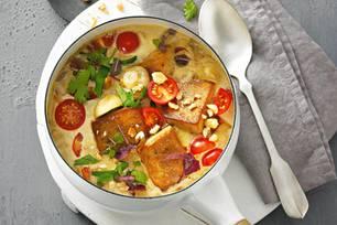 Tofu-Gulasch mit Erdnüssen