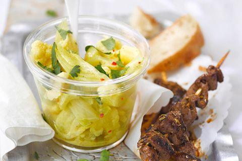 Blumenkohl-Curry-Salat mit Lamm-Saté