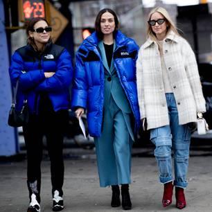 Jackentrends 2020: Drei Frauen auf der Straße