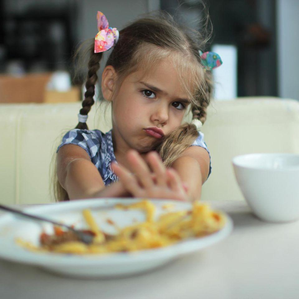 Mein Kind will nicht essen: Das hilft jetzt!: Kind verschmäht Teller mit Essen