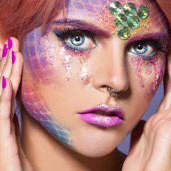 Meerjungfrau schminken: geschminkte Frau