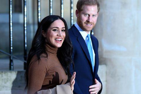 """Es ist offiziell! Harry & Meghan treten als """"Senior""""-Mitglieder des Königshauses zurück"""