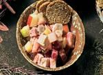 Heringssalat mit Schwarzbrot-Chips