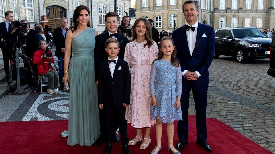 """Prinzessin Mary + Prinz Frederik: Die """"Helikoptereltern"""" lassen ihre Kinder flügge werden"""