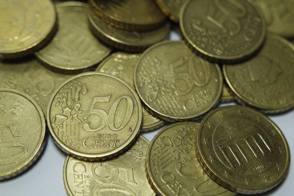 Ein Haufen 50-Cent-Münzen