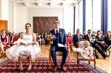 Die besten Hochzeitsfotos der Welt von 2019: Hochzeitspaar neben Kind
