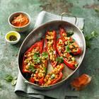 Spitzpaprika mit Paprika-Walnuss-Dip
