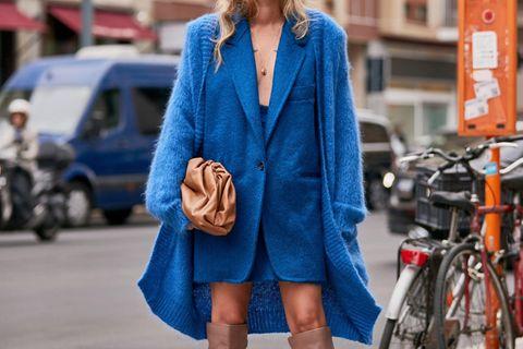 "Pantone Trendfarbe 2020: Streetstyle in der Pantone Trendfarbe 2020 ""Classic Blue"""