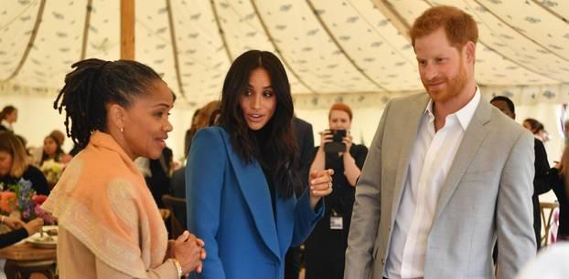 Meghan Markle mit Prinz Harry und Mutter Doria Raland