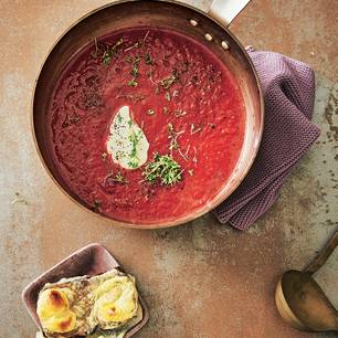 Rote-Bete-Suppe mit Fenchel