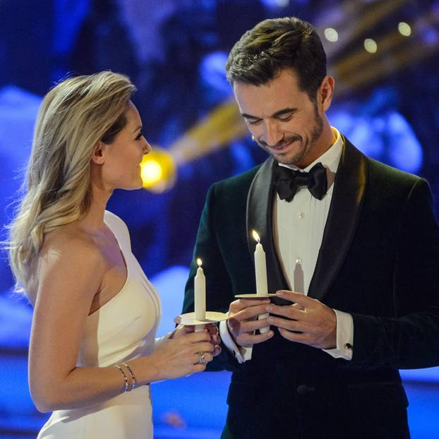 Helene Fischer und Florian Silbereisen entzünden Kerzen