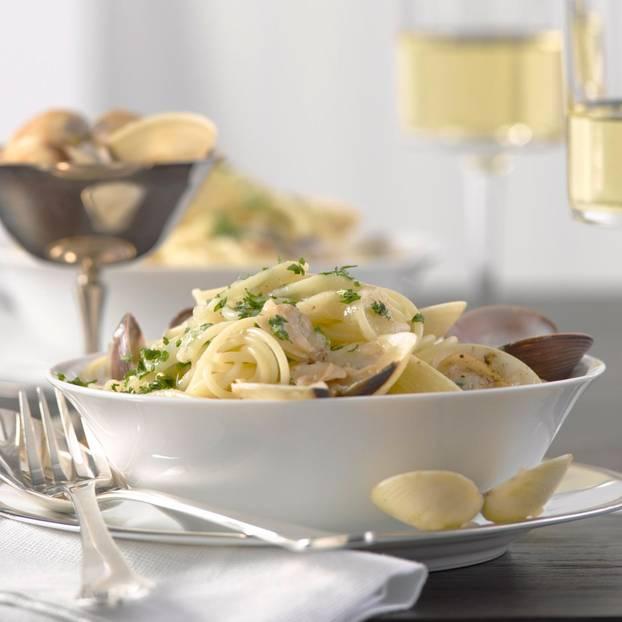 Spaghettini mit Venusmuscheln in Weinsoße