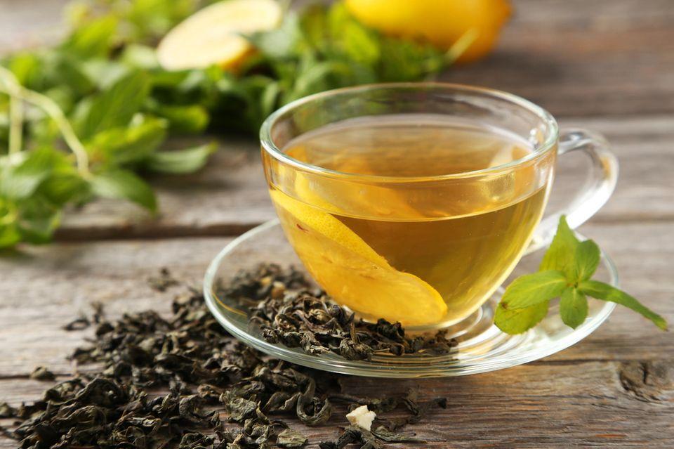 Gelber Tee: Tee in Tasse