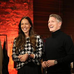 Promi-Events: Bastian Schweinsteiger und Ana Ivanovic lachen