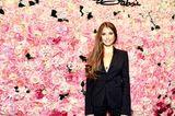Promi-Events: Cathy Hummels vor Blumenwand