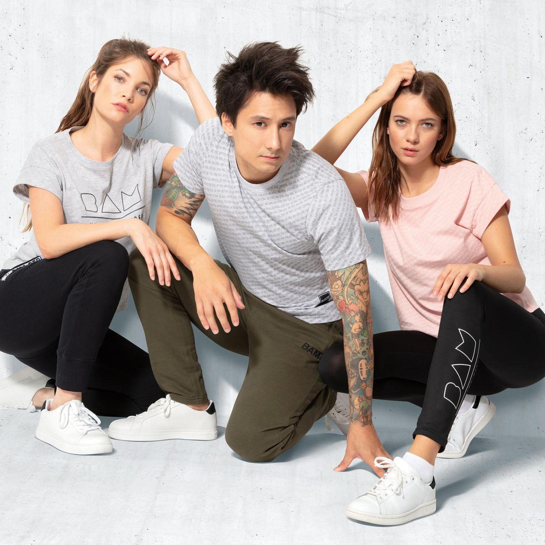 Julien Bam: Julien Bam und zwei Models posieren in seiner neuen Kollektion mit ALDI SÜD