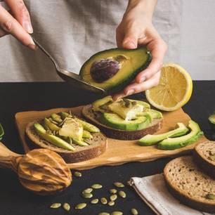 Abnehmen: Avocado auf Brot