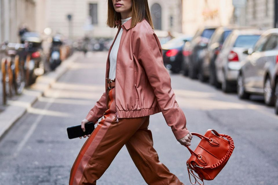 Jeans-Alternativen: Streetstyle mit brauner Lederhose